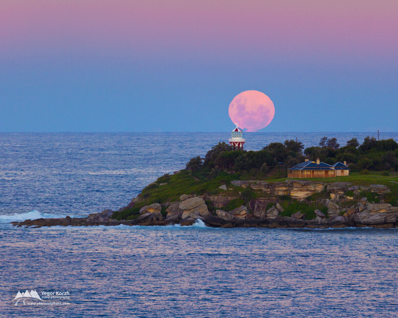 Supermoon 2012 and Hornby Lighthouse, NSW, Australia